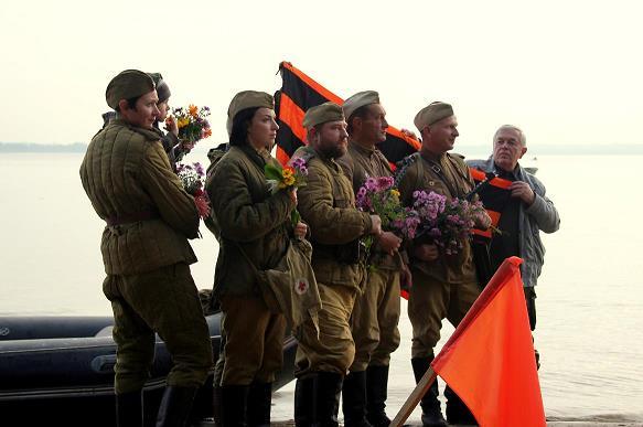 Латвия: Переправа через Киш-озеро традиционно собирает вместе людей разных поколений