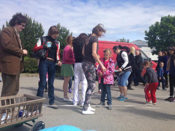 В День защиты детей в Таллине прошла акция «Кто не скачет, тот лентяй!»