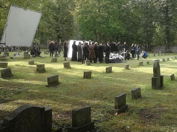 На могилах бойцов Красной Армии в Таллине снимается кино