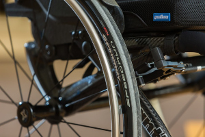 на инвалидной коляске