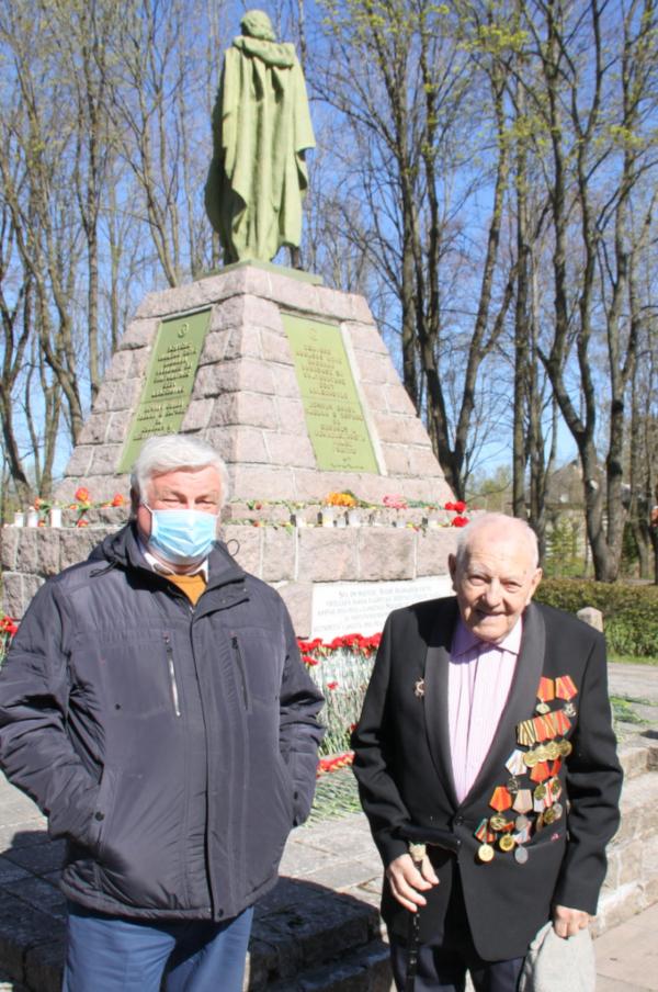 Валерий Корб с ветераном Эстонского стрелкового корпуса Энделем Лотамыйсом