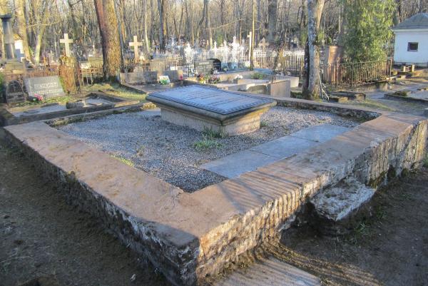 могиле адмирала Алексея Григорьевича Спиридова